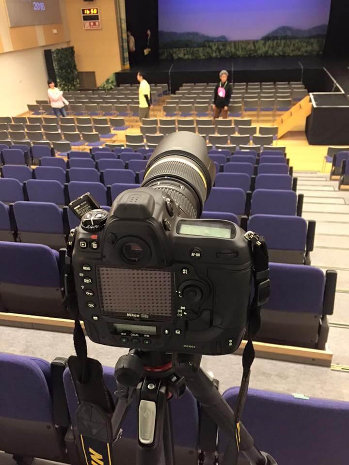 娘の習い事(演劇)では、撮影禁止の会場に、カメラ専用席が準備されます